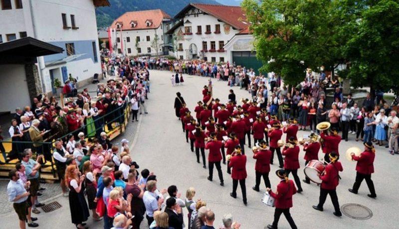 cropped-Dorfplatz.jpg